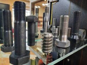 مقایسه پیچ و مهره خشکه و آهن