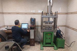 ازمایشگاه مجهز در کارخانه تولید پیچ و مهره
